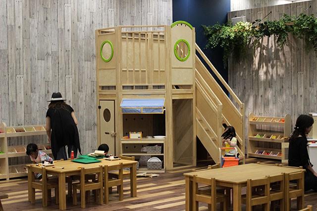1階がお店、2階は隠れ家的に遊べる