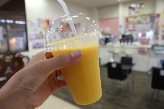 ジュースがおいしい! そのばで作ってくれるマンゴージュース♪